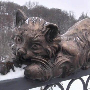 """Замах на """"бронзового кота"""" коштував двом студентам 117 грн. штрафу"""