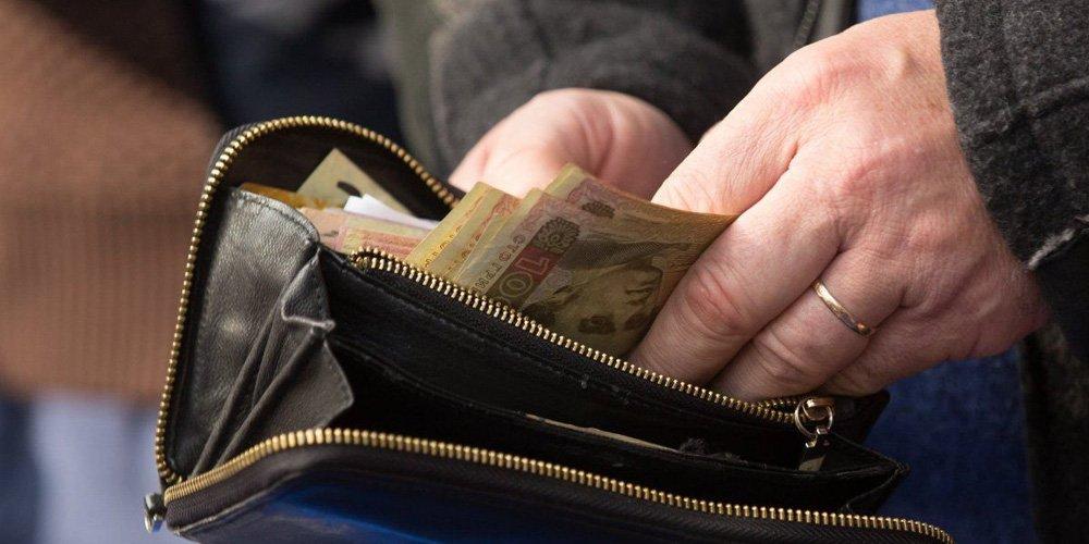Поліція розшукує шахрайок, які видурили у пенсіонерки 22 тис. грн
