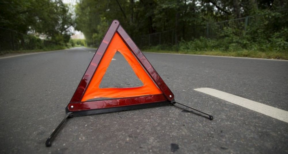 """""""Опель"""" перекинувся на трасі - водієві допомогли рятувальники"""