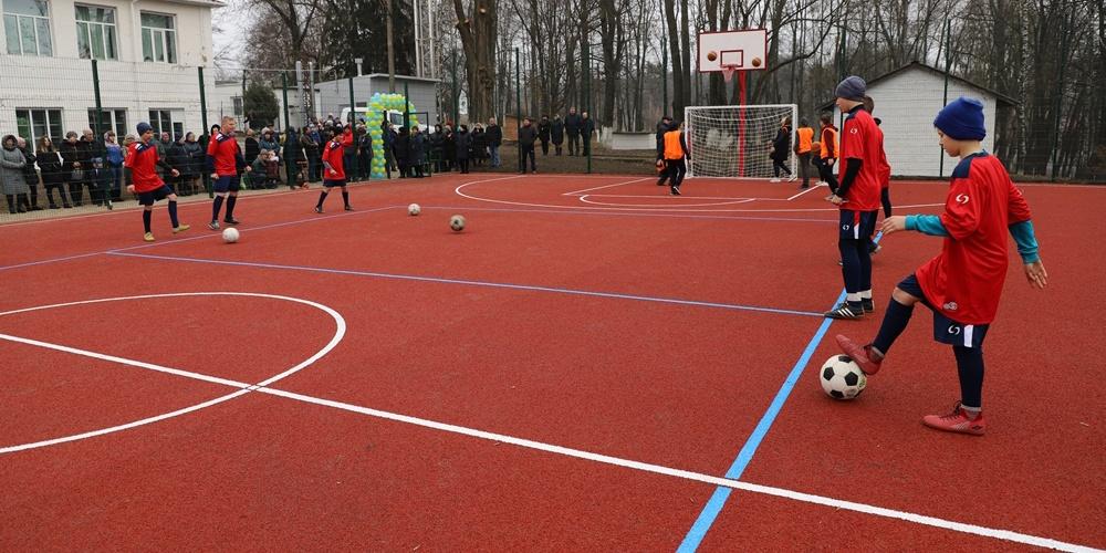 У Лука-Мелешківському ліцеї з'явився сучасний спортивний майданчик