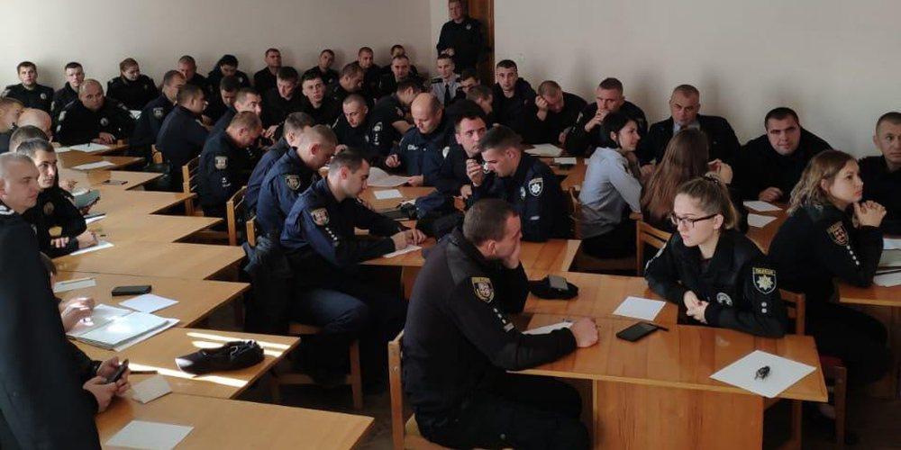 Правоохоронців Вінниці навчали безпечно контактувати з хворими затриманими