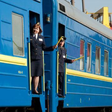 """Додали ще """"новорічних"""" поїздів - в тому числі через Вінницю"""