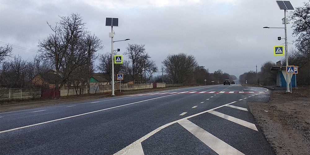 """Автодорогу """"Вінниця - Могилів-Подільський"""" облаштовують сонячними світлофорами"""