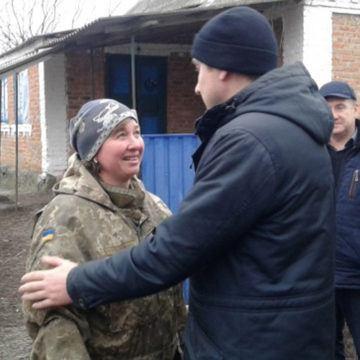 Родина загиблого воїна в Оратові отримала нововорічні подарунки