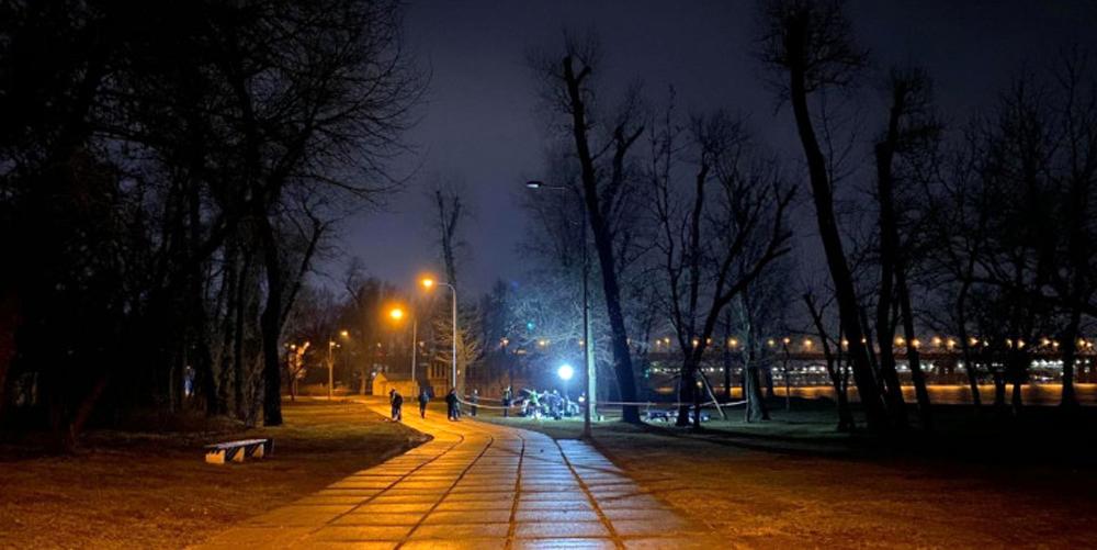 """Внаслідок стрілянини у столичному Гідропарку постраждав 26-річний мешканець Вінницької області. Пораненого вінничанина госпіталізовано. Разом із вінничанином госпіталізовано також іноземця. У поліції зазначають, що з місця події вилучили шість стріляних гільз та направили їх на експертизу. """"Сталася стрілянина у ніч на 26 січня. За даними правоохоронців, між двома відвідувачами розважального закладу та невідомими виник конфлікт на ґрунті взаємних образ. Незнайомець дістав зброю та зробив кілька пострілів і зник у невідомому напрямку"""", — інформує Depo.Вінниця з посиланням на пресслужбу поліції Києва Нині розпочато кримінальне провадження за ч. 4 ст. 296 (хуліганство) Кримінального кодексу України. Підозрюваних розшукують. Нагадаємо,"""