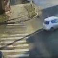 У Вінниці водійка Nissan Leaf посеред перехрестя в'їхала у опору
