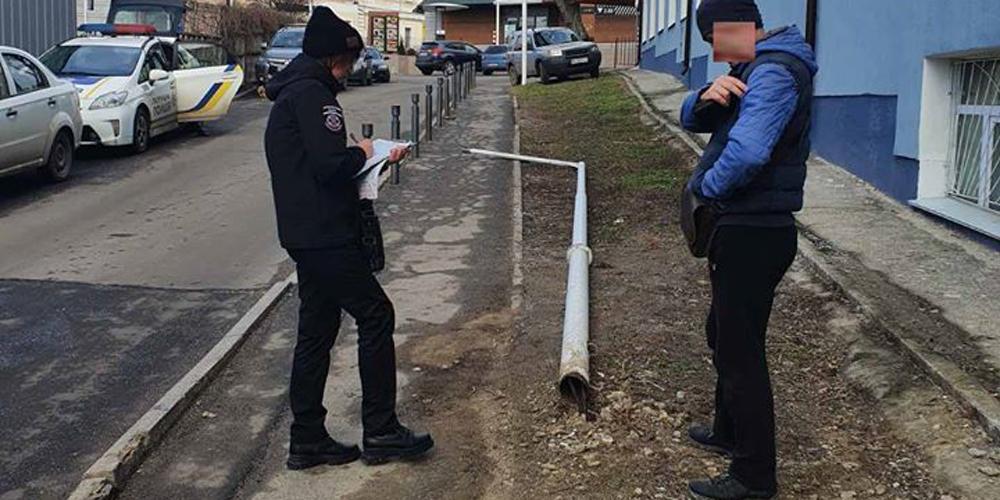 Водій у Вінниці збив ліхтар біля Макдональдсу