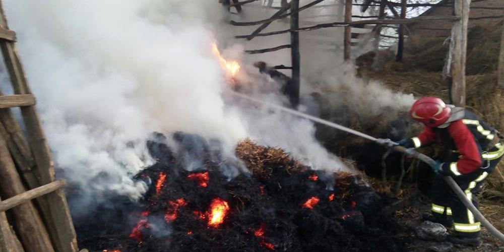 Рятувальники ліквідували пожежу в сіннику у Жмеринському районі на Вінниччині