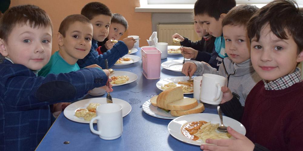 Брацлавських школярів нагодували італійськими галушками