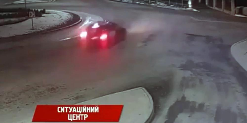 Водій під кайфом розтрощив у Вінниці декоративну огорожу на Гніванському шосе