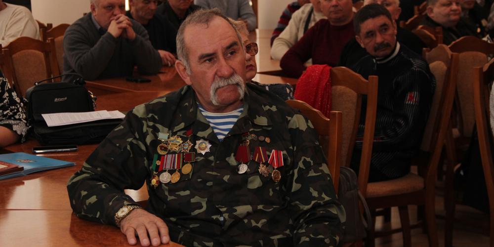 У Вінниці афганцю Олександру Поліщуку вручили сертифікат на автівку