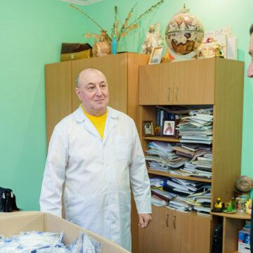 У Вінниці вже розвозять у медичні заклади респіратори, які отримало місто