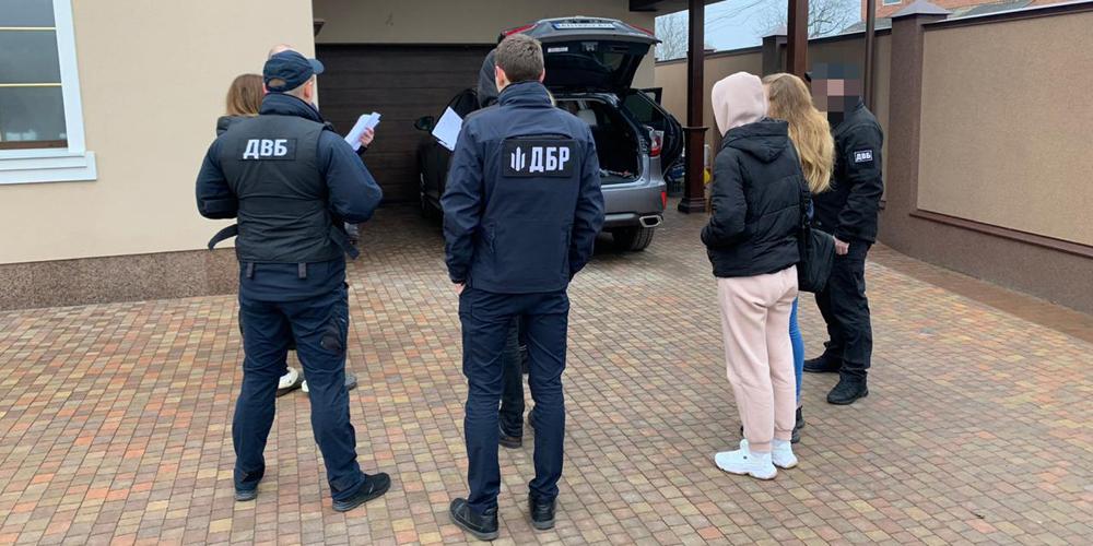 Привласнення пального Головного управління Нацполіції у Вінницькій області - ДБР провело 13 обшуків