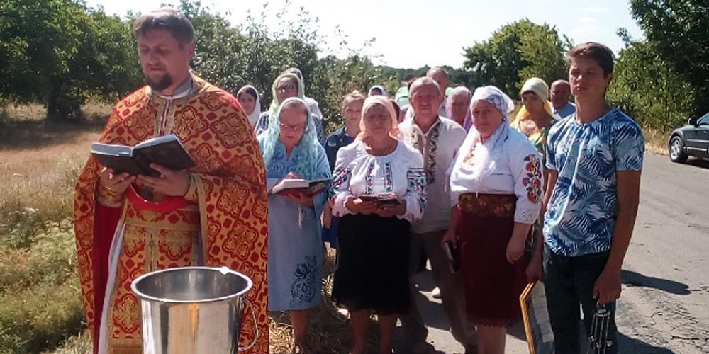 У Бершадському районі освятили придорожній хрест