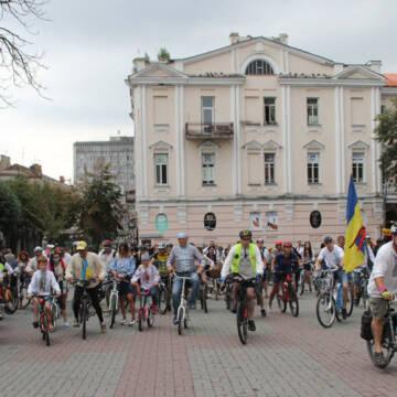 У Вінниці відбувся благодійний велопарад у вишиванках