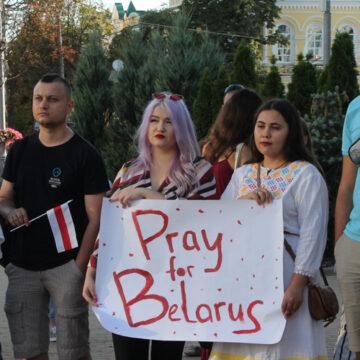 Жыве Беларусь: вінничани вийшли на акцію солідарності