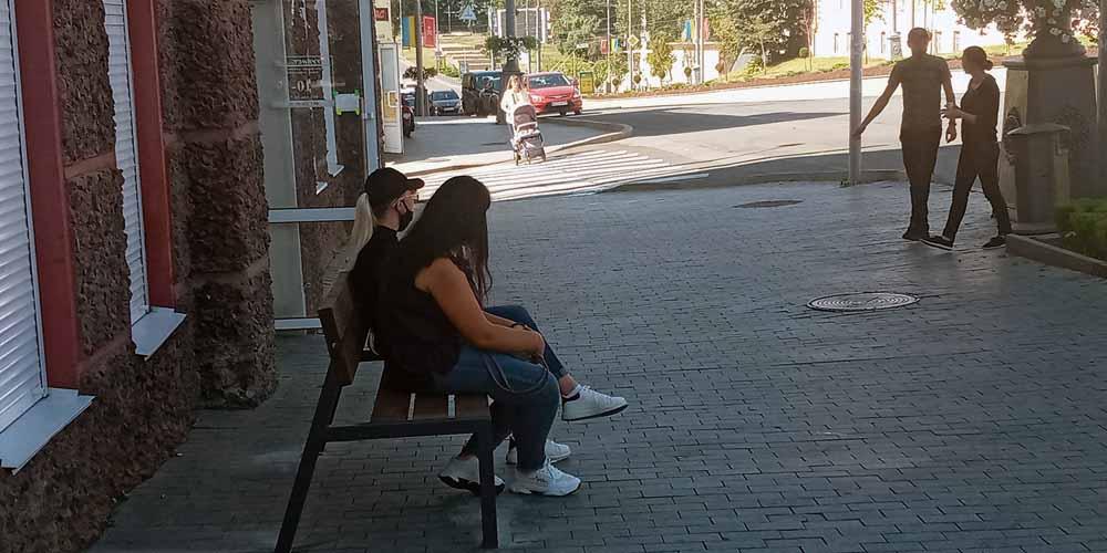 На вулицях Вінниці встановили ще 24 нових комфортних лавочок