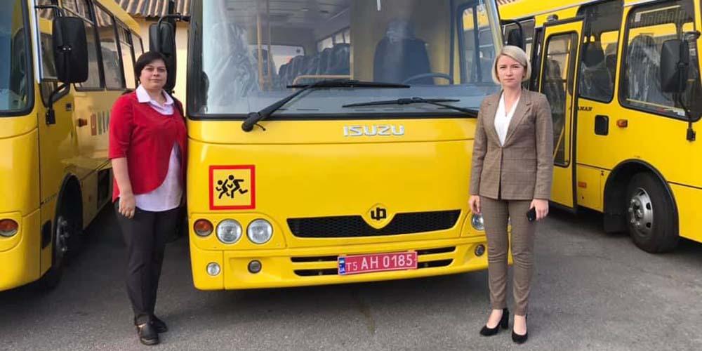 Муровані Курилівці отримали новий шкільний автобус