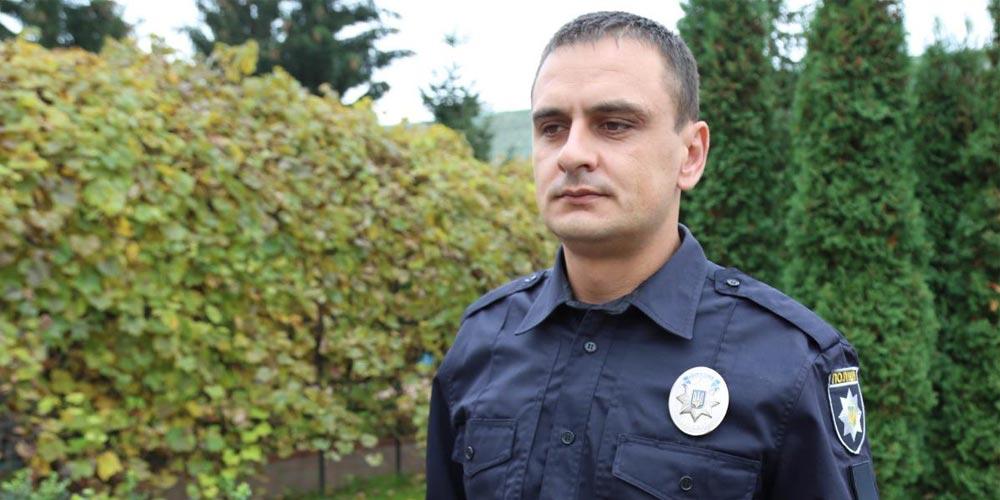 Поліцейський, який дав відсіч нападникам на виборчу дільницю у Тульчині, отримав відзнаку