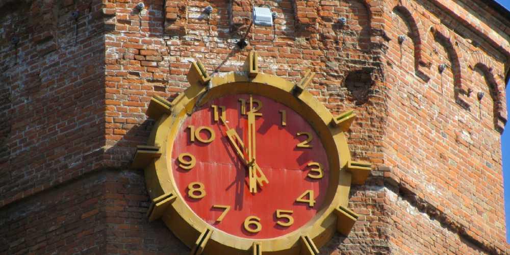 У Вінниці почали ремонт годинника на вежі Артинова