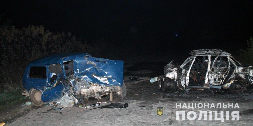 У Тульчинському районі в аварії загинули двоє людей, а один із автомобілів згорів вщент