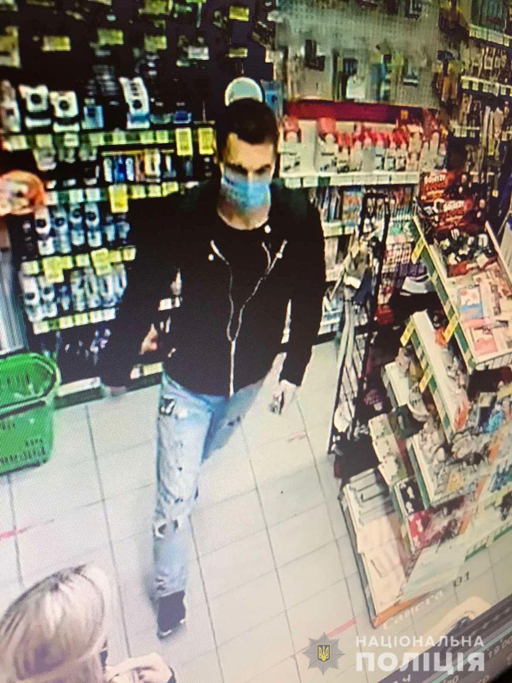 Вінницькі поліцейські розшукують чоловіка, який може бути причетним до крадіжки