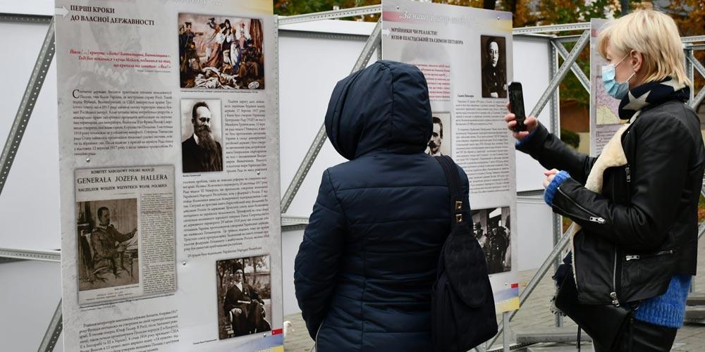 На Європейській площі триває виставка до 100-річчя Варшавської битви