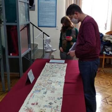У Вінниці презентували рушник, вишитий українками у сталінських таборах