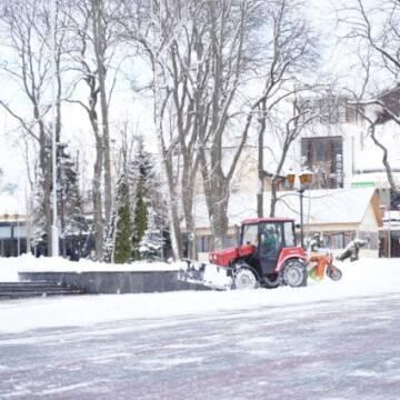 Інспектори муніципальної варти суворо карають служби, які неякісно прибирають сніг