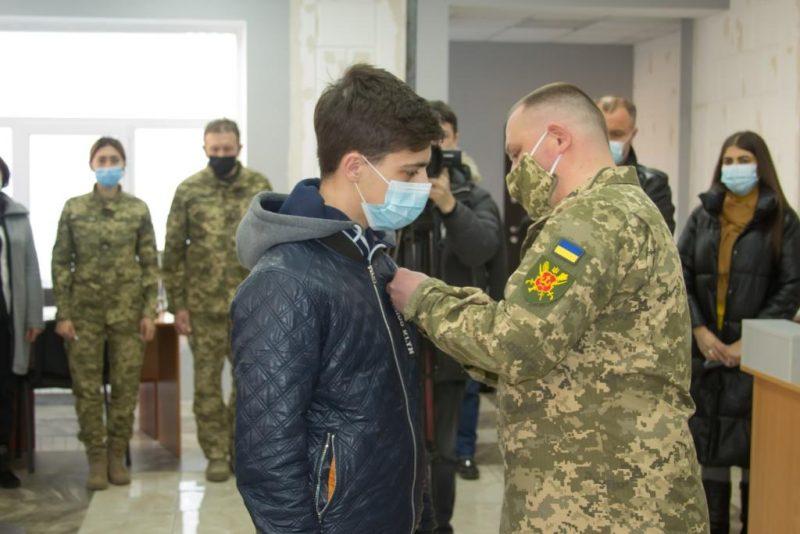 """У Вінниці родині загиблого військового вручили орден """"За мужність"""""""
