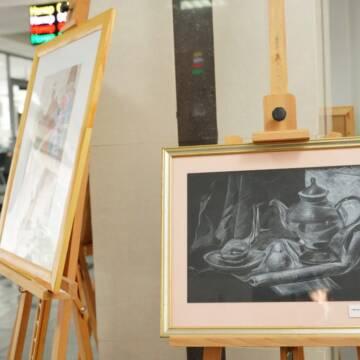 Юна вінничанка презентувала власну художню виставку