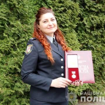 """""""До приїзду швидкої надала першу допомогу, чим врятувала життя"""": у Вінниці відзначили поліцейську"""