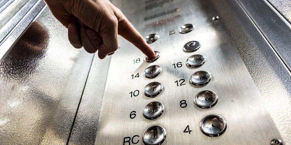 У вінницьких багатоповерхівках триває капітальний ремонт ліфтів