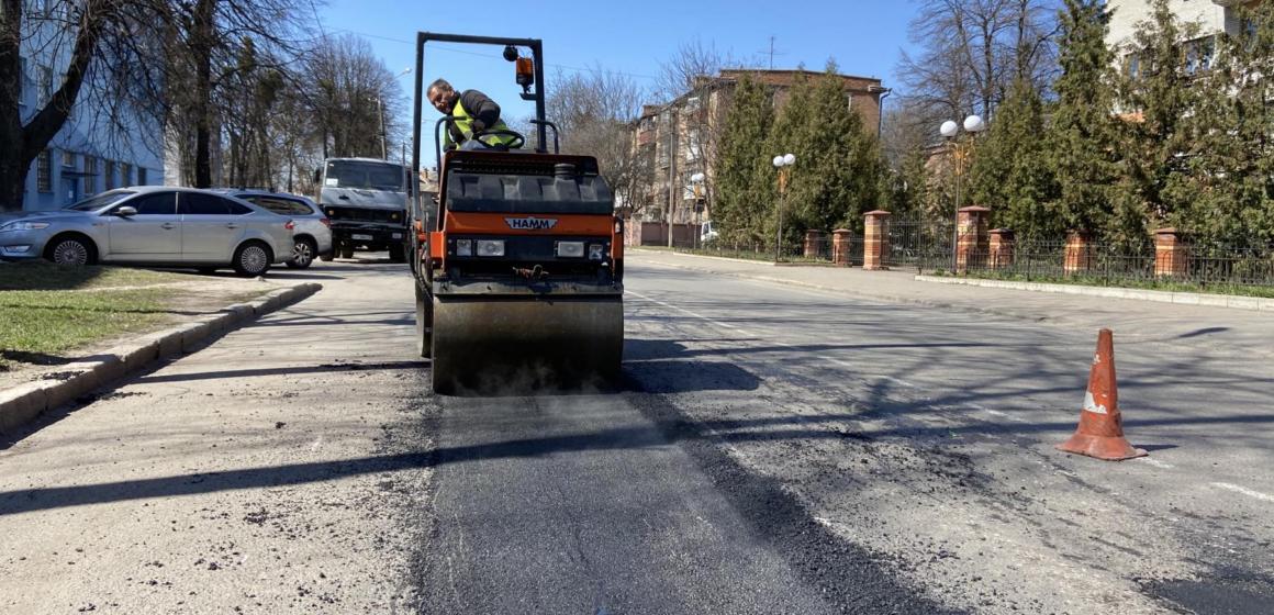 Цьогоріч у Вінниці поремонтували близько 13 тисяч квадратних метрів дорожнього покриття