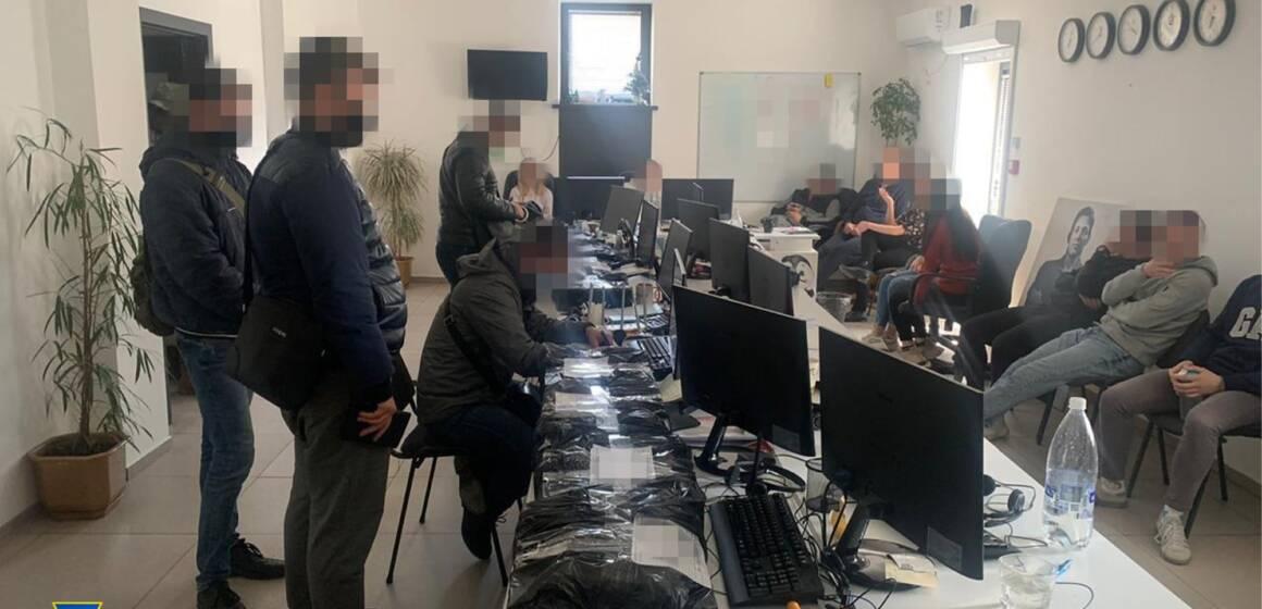 У Вінниці викрили підпільний кол-центр, який організували шахраї