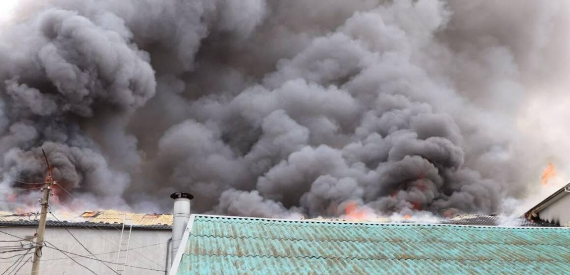 На Замості мастшабна пожежа: горить офісне приміщення