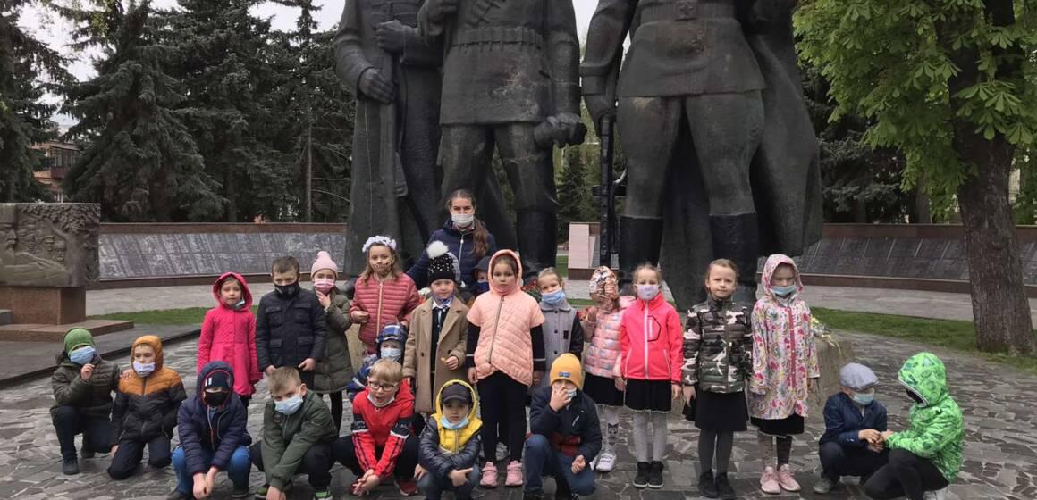 Вінницькі школярі вшанували пам'ять загиблих у Другій світовій війні