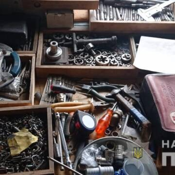 У Вінниці поліціянти викрили нелегальний канал постачання зброї