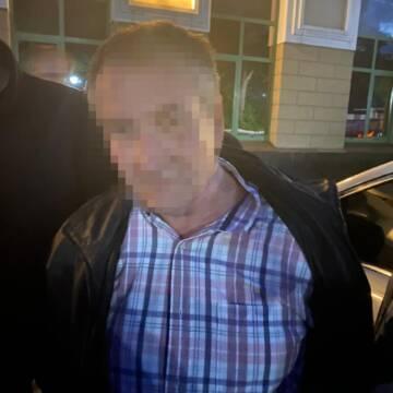 Правоохоронці затримали чоловіка, якого підозрюють у скоєнні вбивства та нанесення ножових поранень двом людям