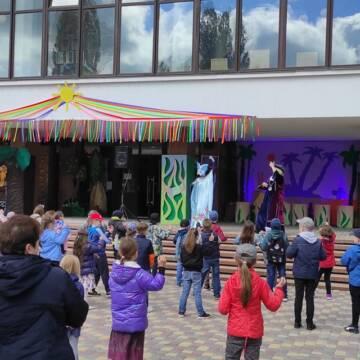 До дня захисту дітей у Вінницькому художньому музеї відкрили виставку