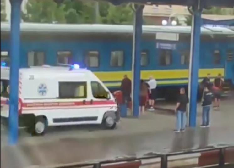 На вінницькому вокзалі чоловік впав під потяг