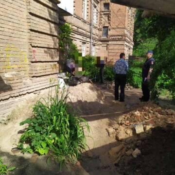 Вінничанин отримав три адмінипротоколи за сміття у дворі