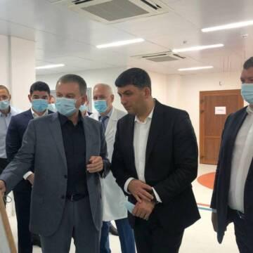 На будівництво лікарні швидкої у Вінниці завітав Володимир Гройсман