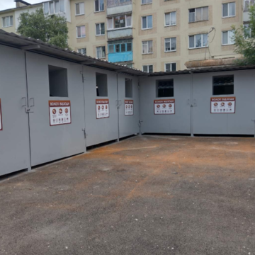 У Вінниці продовжують обладнувати двори смітниками