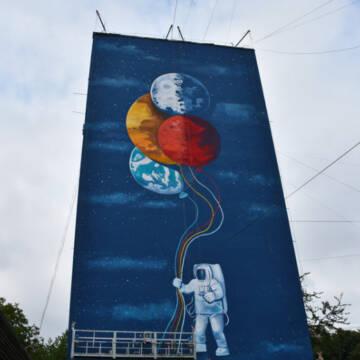 На проспекті Космонавтів у Вінниці з'явився новий мурал