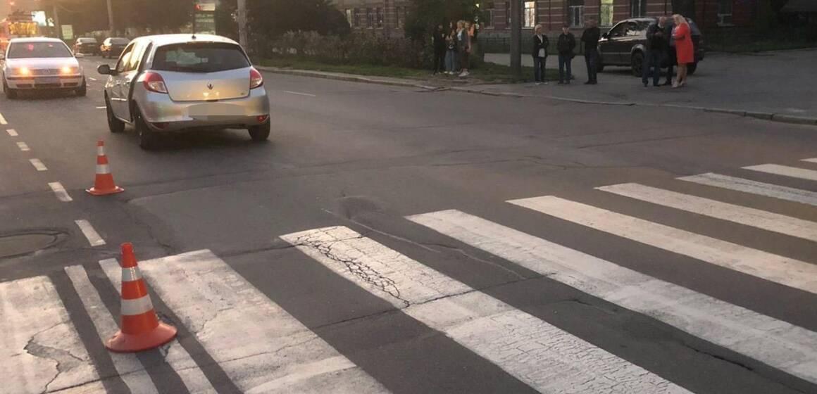 Троє студенток опинились під колесами Renault